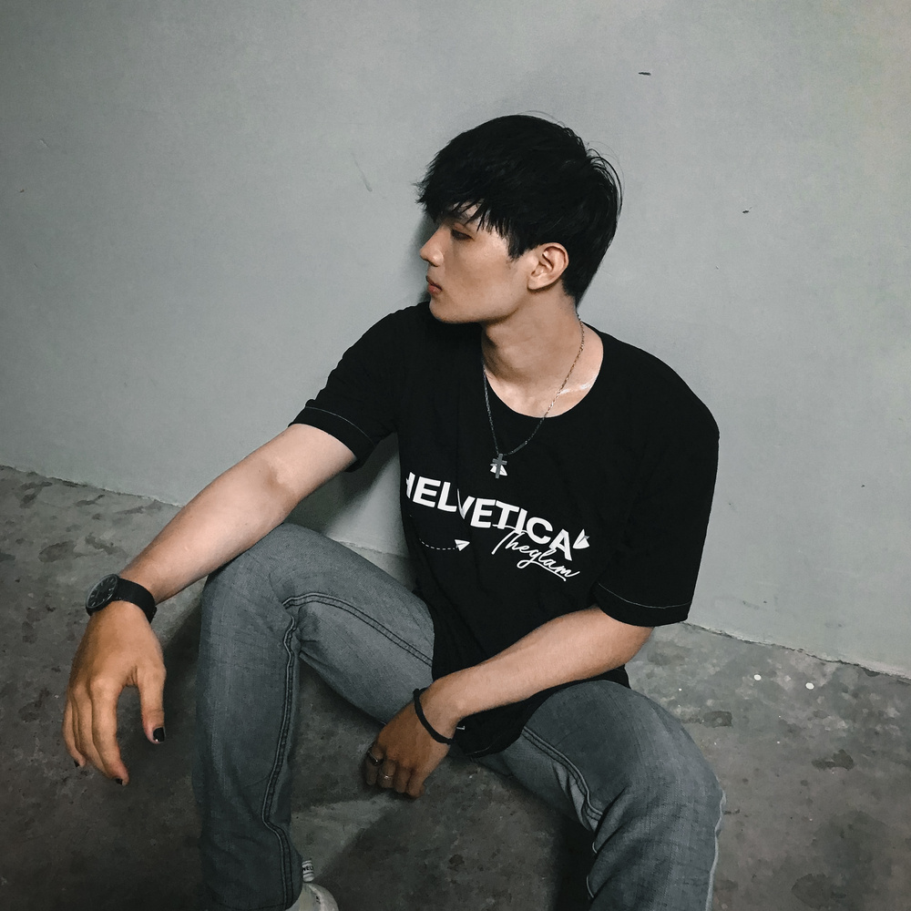 HELVETICA T-SHIRT BY GLAM